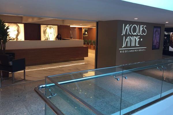 Entrada do salão Jacques Janine no shopping Rio Sul.