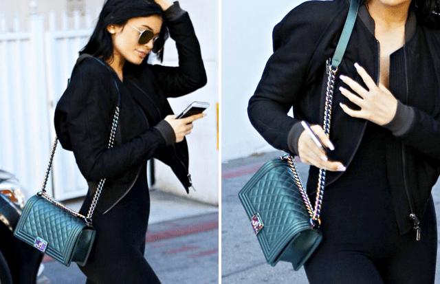 Kylie Jenner com bolsa Chanel Boy verde iridescente.