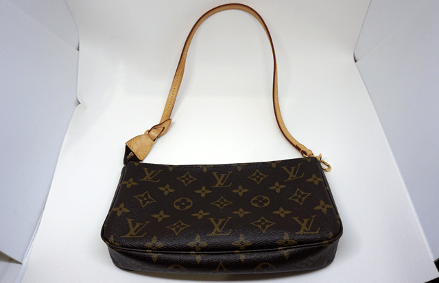 Bolsa Pochette Accessoires Monogram da Louis Vuitton